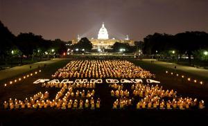 Falun Gong Candlelight Vigil at United States Capitol, 16 July 2009 (Photo: Edward Dai, Wikemedia Commons)